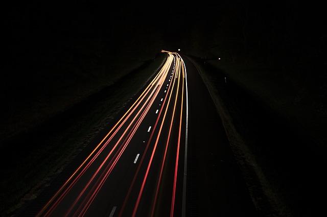 čáry ze světel.jpg