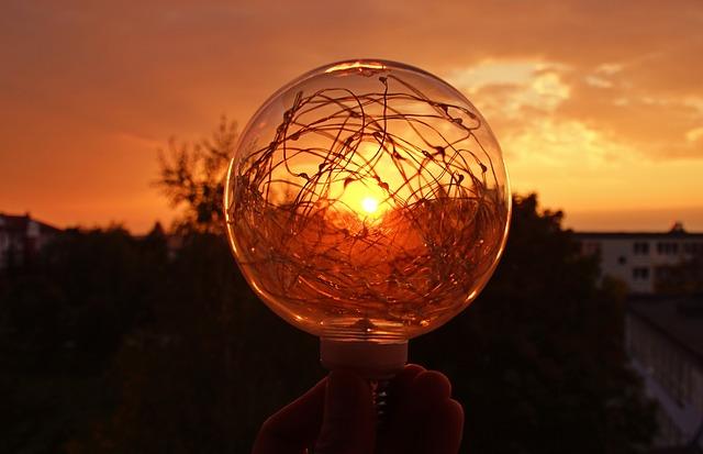 slunce za lampou