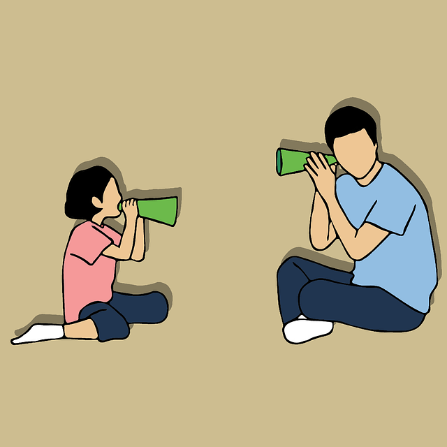 Muž poslouchá dítě