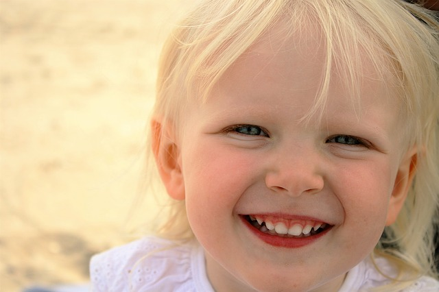 Smějící se dívka